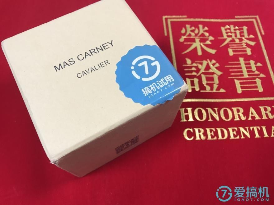 MAS CARNEY用一年的续航吊打小米、苹果、华为手环?