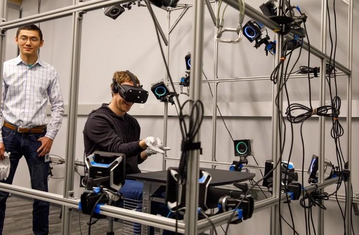 马克·扎克伯格曝光Oculus新交互设备:Oculus VR手套