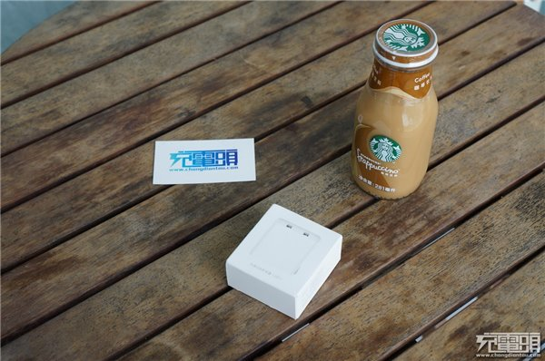 小米双口USB充电器拆解:支持QC3.0