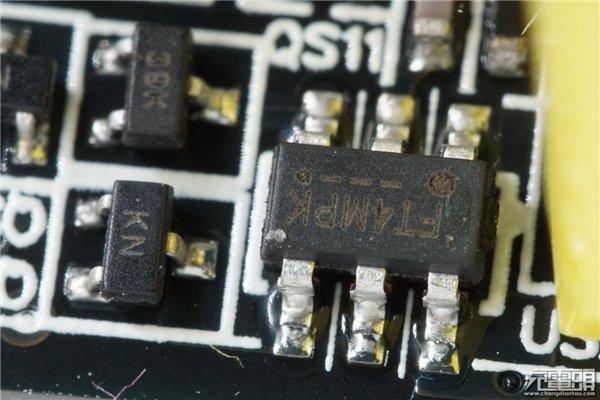 小米双口usb充电器拆解:支持qc3.