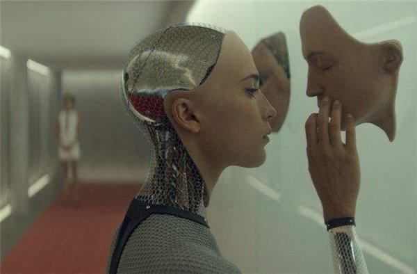 马斯克:人类必须与机器合体才能避免被AI淘汰