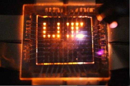 双功能纳米棒LED可以制造多功能显示器