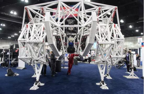 极具科幻感的钢结构使得它足有3吨