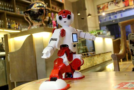 AI识别与国际尚有差距 但红外感应功能国内机器人早已应用自如!
