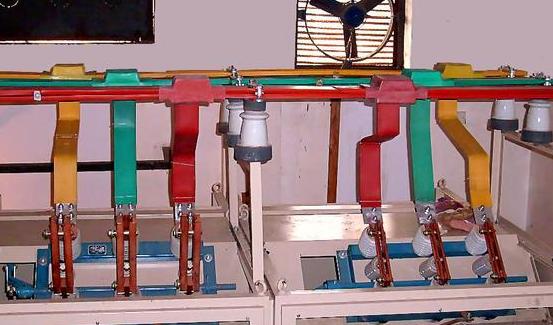 母排就是指供电系统中,电柜中总制开关与各分路电路中的开关的连接