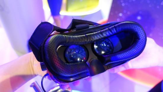 试玩高通骁龙835 VR一体机:移动VR也可有好的6自由度体验