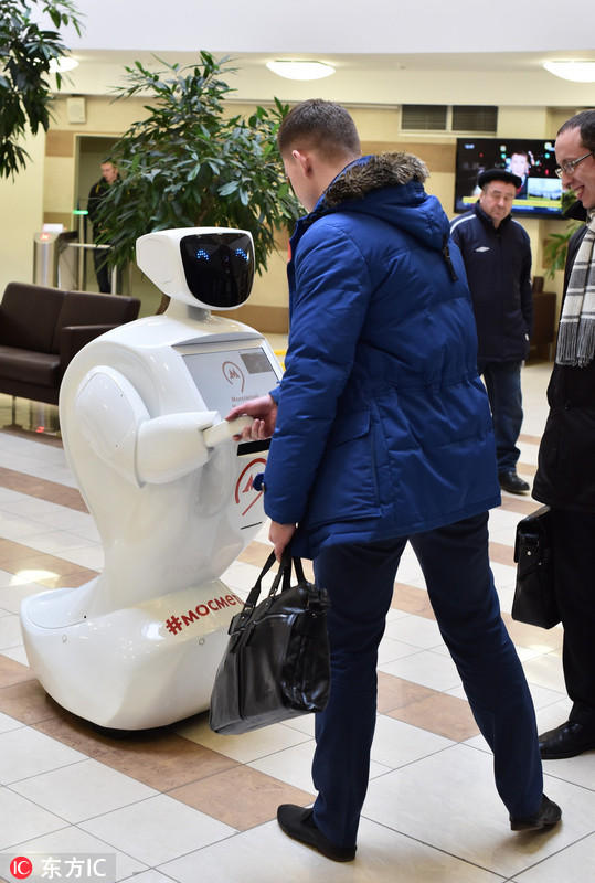 莫斯科地铁启用机器人助手 会讲笑话逗乘客开心