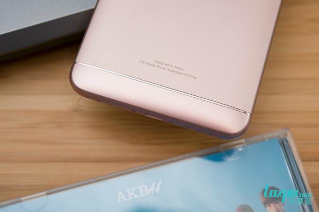 魅蓝5s评测:3GB RAM+18W快充 加量不加价