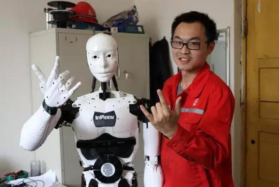 濮阳小伙自制现实版铁甲钢拳机器人