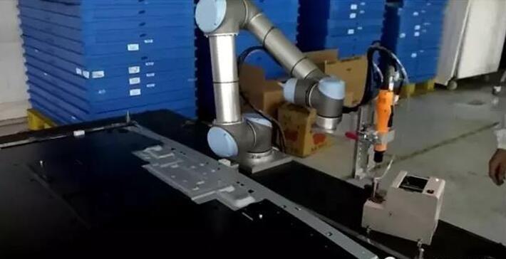 优傲机器人:人机协作机器人助推电子制造业智慧升级