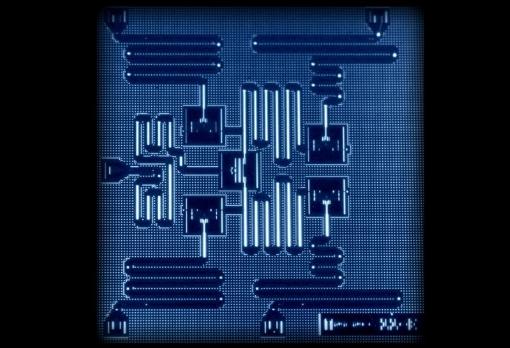 解析激光技术如何让计算机速度提升整整十万倍