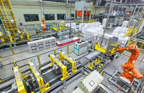 """佛山企业研究探索""""无人制造"""" 机器人员工渐成生产主力"""