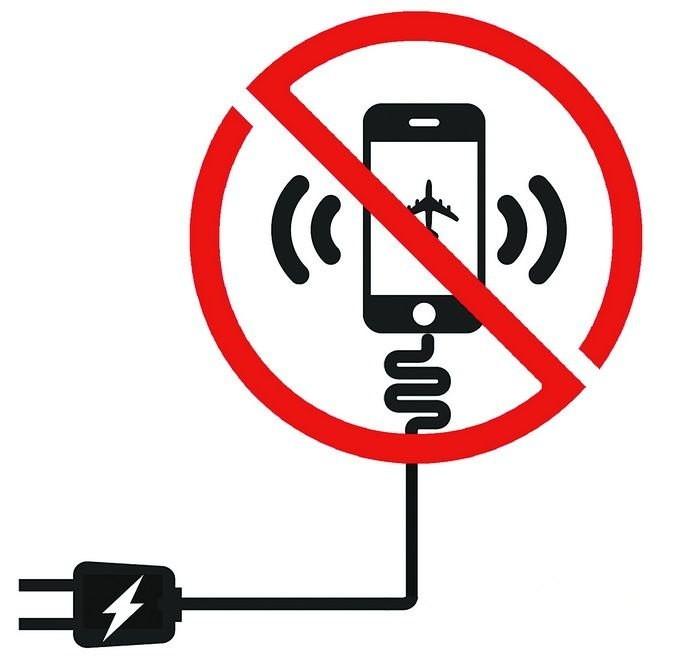 """航班上耳机离电池起火爆炸炸伤女乘客 民航""""谈锂色变"""""""