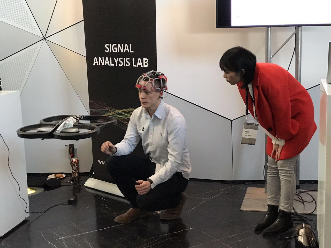 挪威实验室现场展示意念控制无人机
