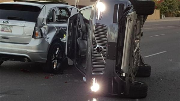 无人车技术也有人类特征 Uber最新车祸就是抢黄灯所致
