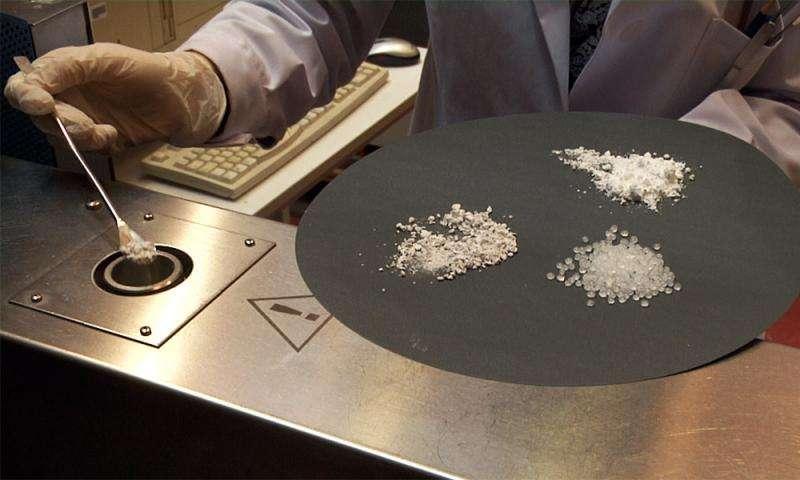 研究人员开发陶瓷电极:更加安全高效的锂电池
