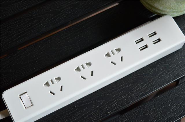 网易智能插线板 又来了一个3+4的防雷插排