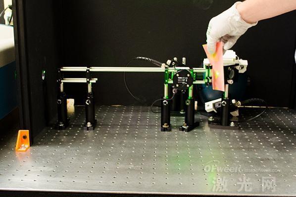 研究人员研发出通过直接接触法传输激光的设备