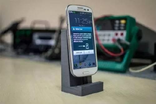 """苹果三星都爱它 无线充电技术终于焐热""""冷板凳"""""""