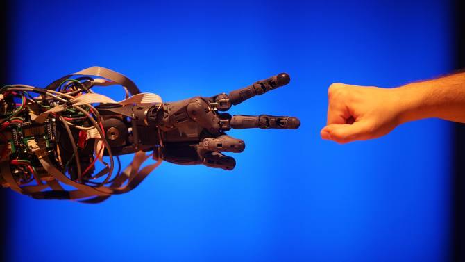 谁抢走了你的工作:机器人还是全球化?