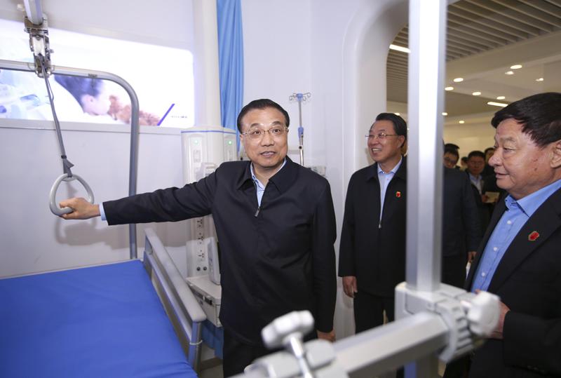 李克强:医疗健康产业要成为我国支柱产业