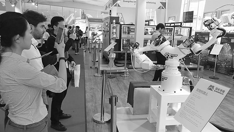 智能机器人广交会上领风骚