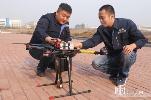 哈工大机器人集团(HRG)自主研发喷火无人机 可用于电力巡检
