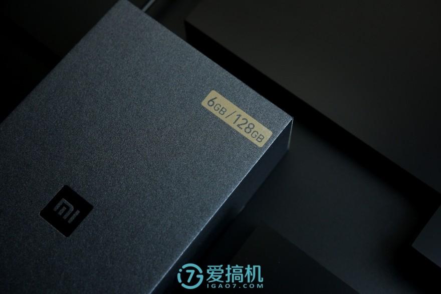 """小米 6 尊享版评测:旗舰机水准和气质!""""2999元+陶瓷机身""""超值?"""