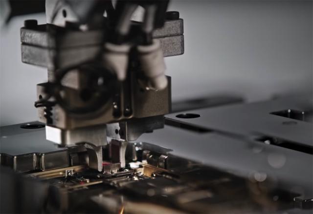 """苹果研发Liam机器人每11秒就可""""杀""""掉一部iphone"""