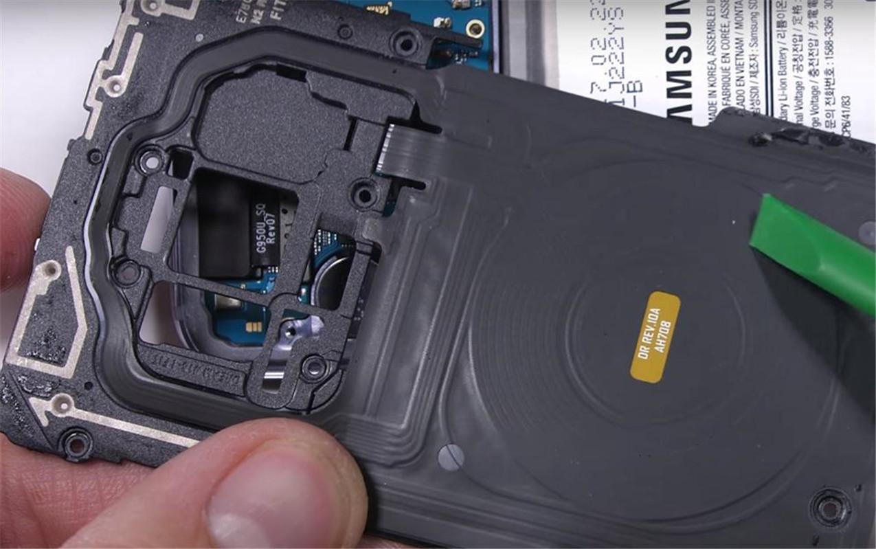 这组拆机图让你知道三星S8真心不贵,不过电池上的狗是什么鬼