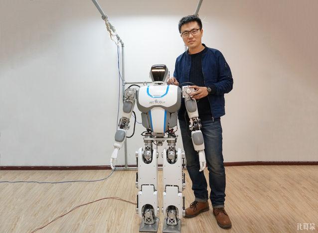 钢铁侠联合创始人庄园:机器人是承载人工智能的载体
