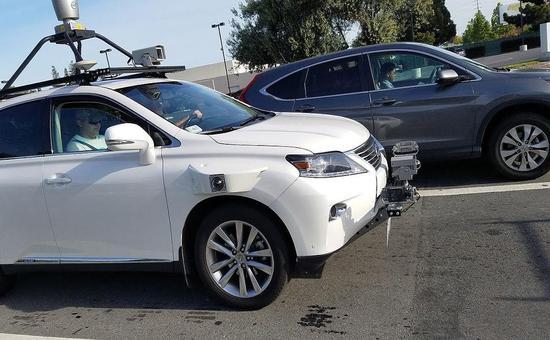 苹果自动驾驶测试车现身硅谷 车身传感器非订制