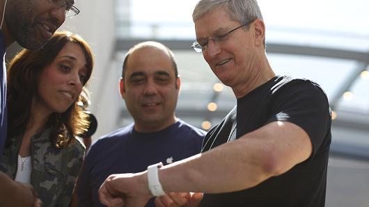 库克亲自测试苹果血糖追踪设备