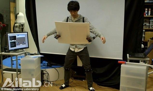 东京大学研发形似章鱼的脚控机械臂