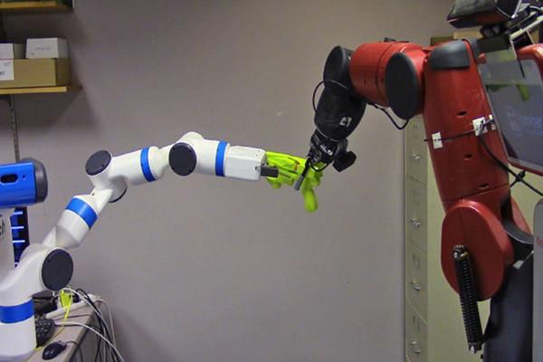 """机器人实现""""左右互搏"""" 互相抢东西提升稳定性"""