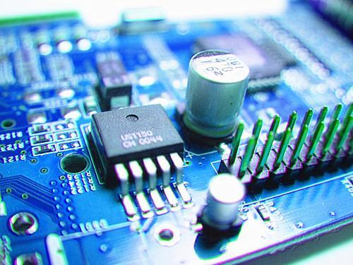 """北斗芯片""""火鸟""""亮相 引领国产多模芯片进入28nm时代"""