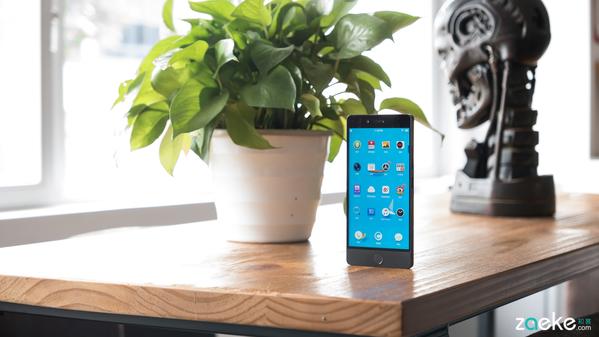坚果Pro评测:颜值弥补手感 同价位中数一数二的快充手机