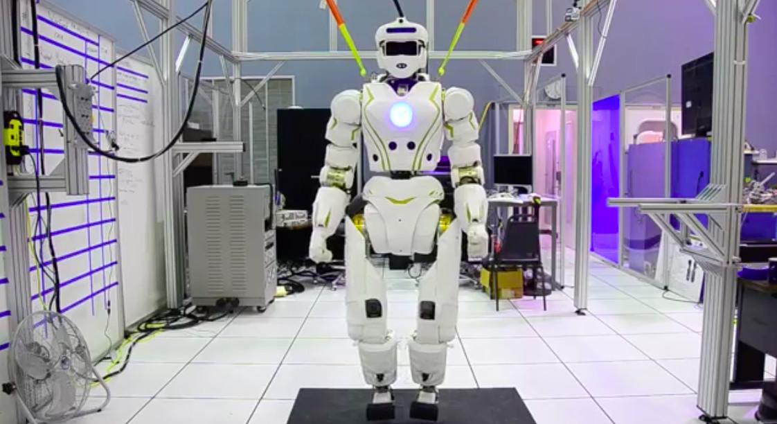 """NASA发布可在火星行走的""""超级机器人"""" 外形似人类"""