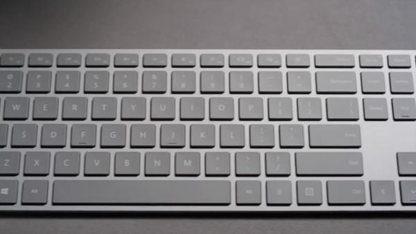 微软新款键盘内置隐藏的指纹传感器