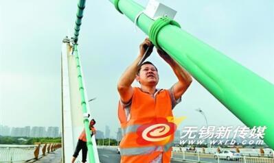 江苏蠡湖大桥首装加速度传感器