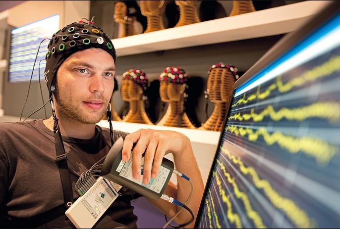 美国国防部提供6500万美元开发脑机接口技术