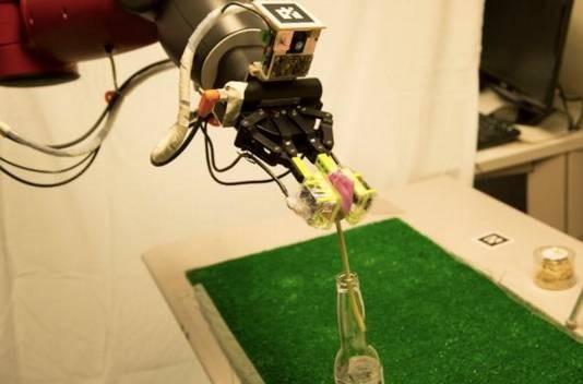 传感器赋予新一代工业机器人视觉和触觉