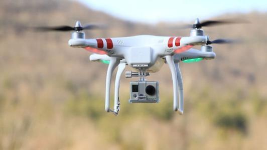 美国无人机时速破吉尼斯世界纪录 配备1300毫安锂电池
