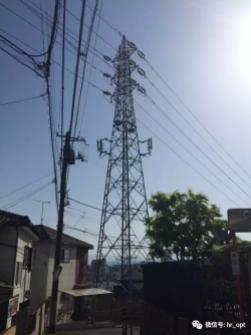 2 在电力铁塔上挂基站天线并不是新鲜事.