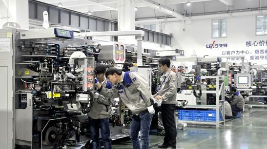 宝马与奔驰共用电芯 培育了中国最大动力电池厂
