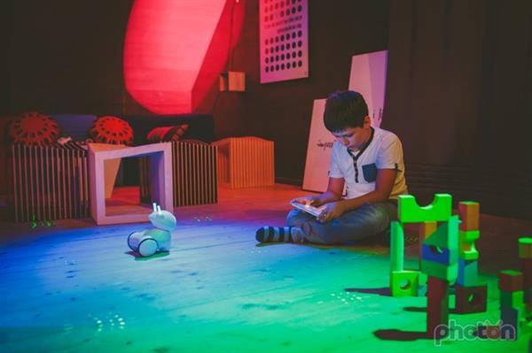 3D打印使可爱的光子学习机器人成为现实
