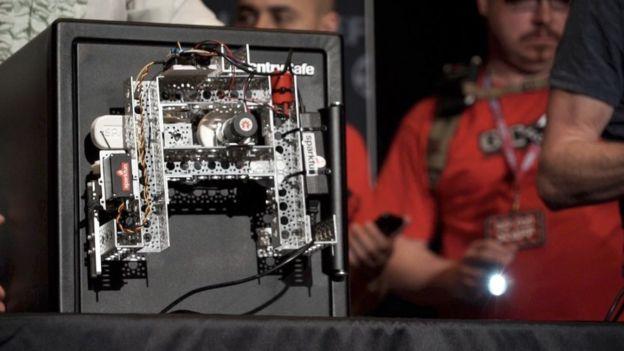 黑客利用廉价机器人半小时内破解掉保险箱密码