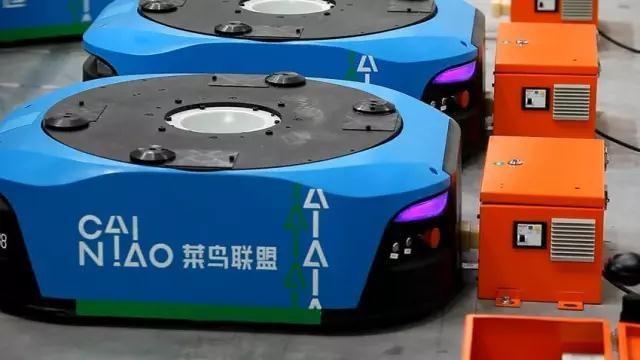 中国最大智能机器人仓库启用 拣货效率至少提升三倍