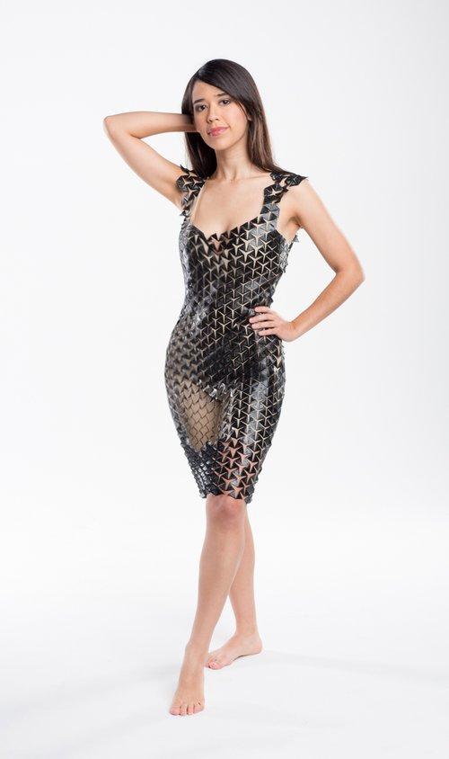 灵活可扩展的3D印花连衣裙