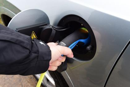 英媒:电动汽车环保性是五年前的两倍